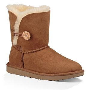 UGG® Woman's Bailey Button II Boots Size 6